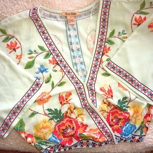 Tops - Blouse with floral design🌸🌼